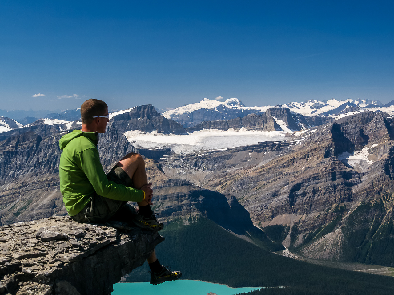 Vern chills out on an outcrop near the summit. Mistaya and Mummery provide amazing views.