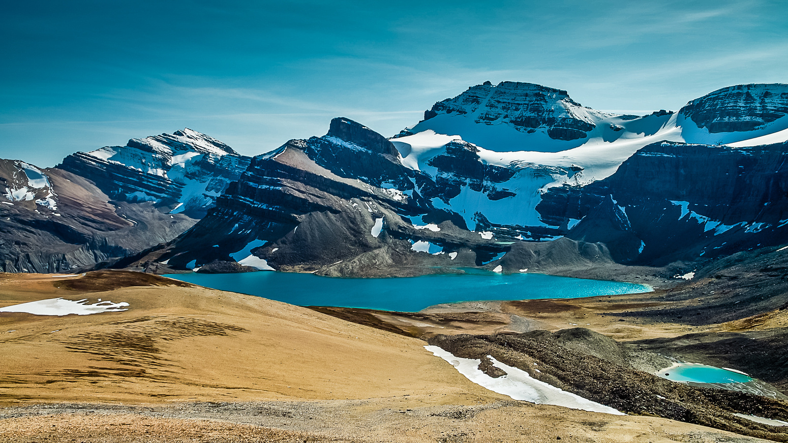 Sublime views of Peyto Peak over Caldron Lake as we traverse from Mistaya (oos on the right) towards Caldron Peak.