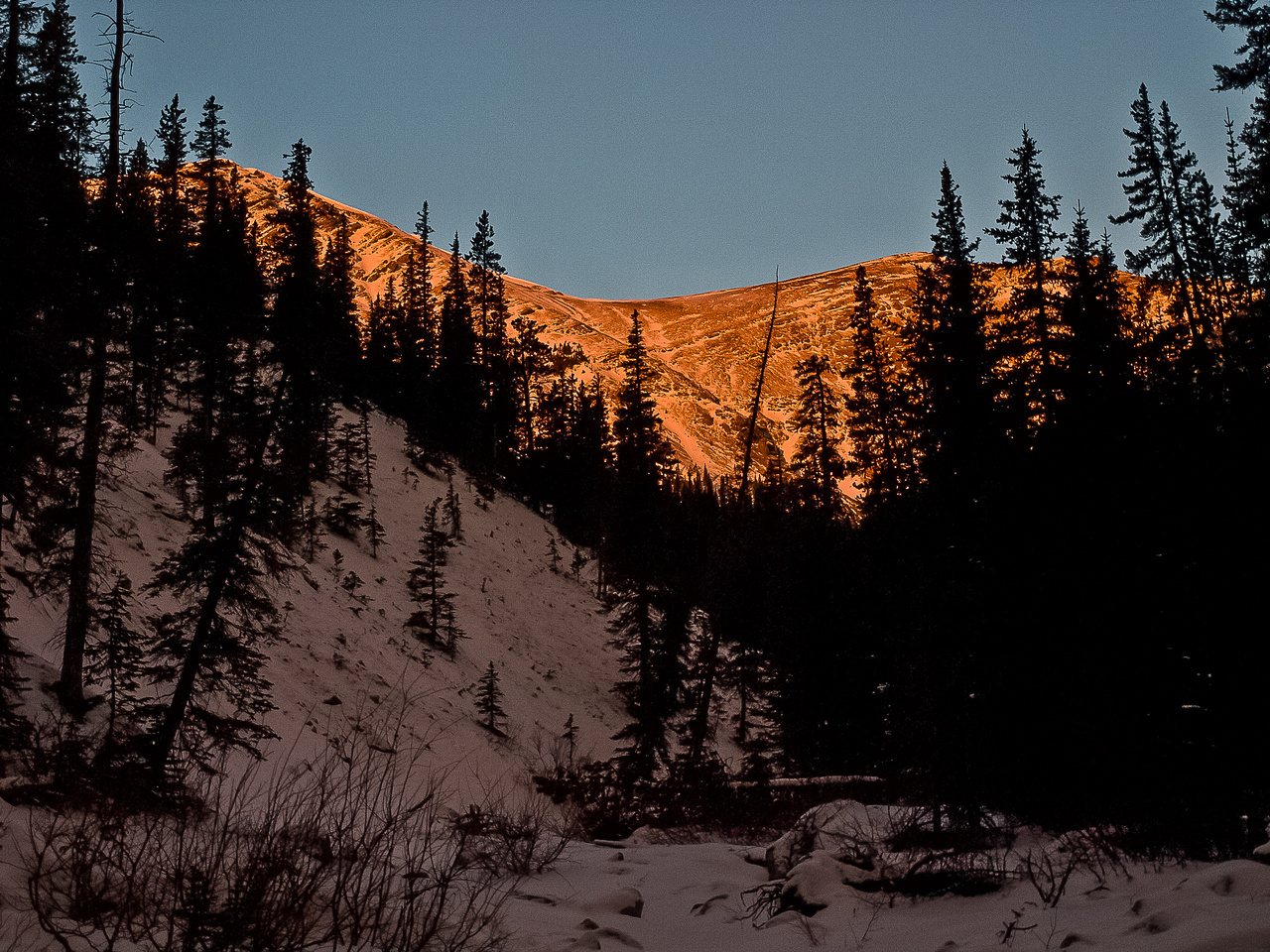 Part of ridge from Belmore to Tiara as the sun continues to rise.