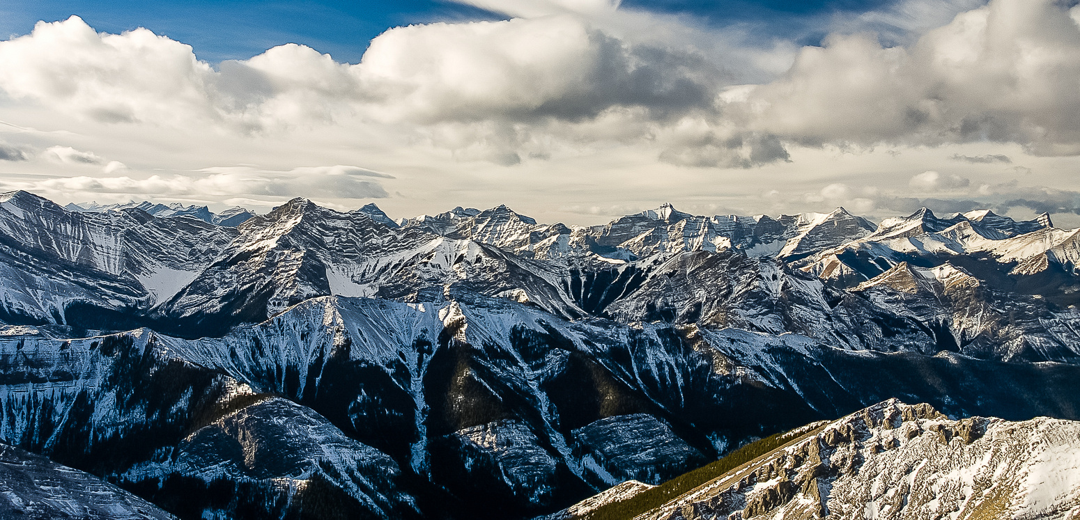 A very nice summit panorama to the west.