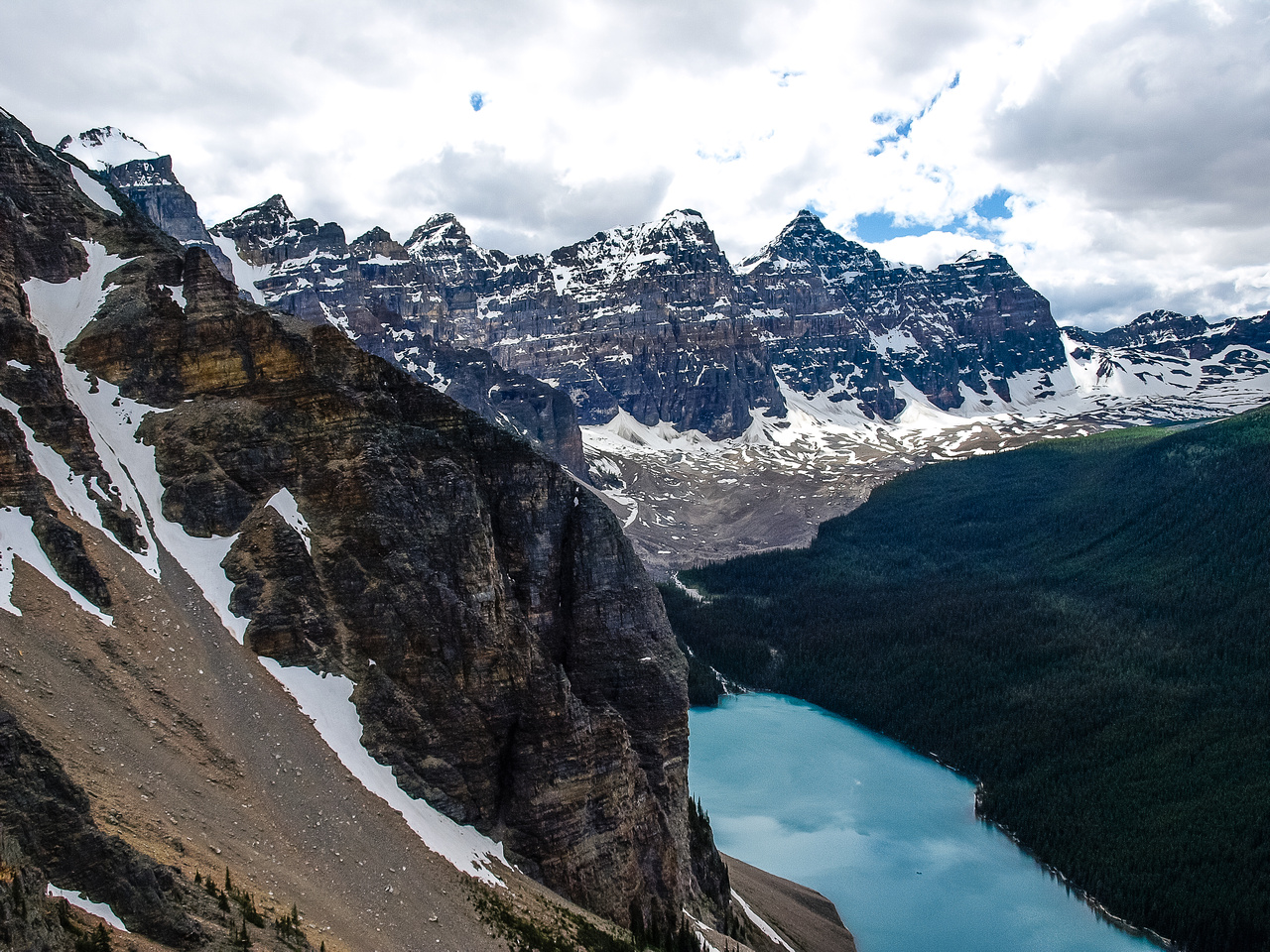 Moraine Lake and the Valley of Ten Peaks. From R to L, Neptuak, Deltaform, Tuzo, Allen, Perren, Bowlen and Little.