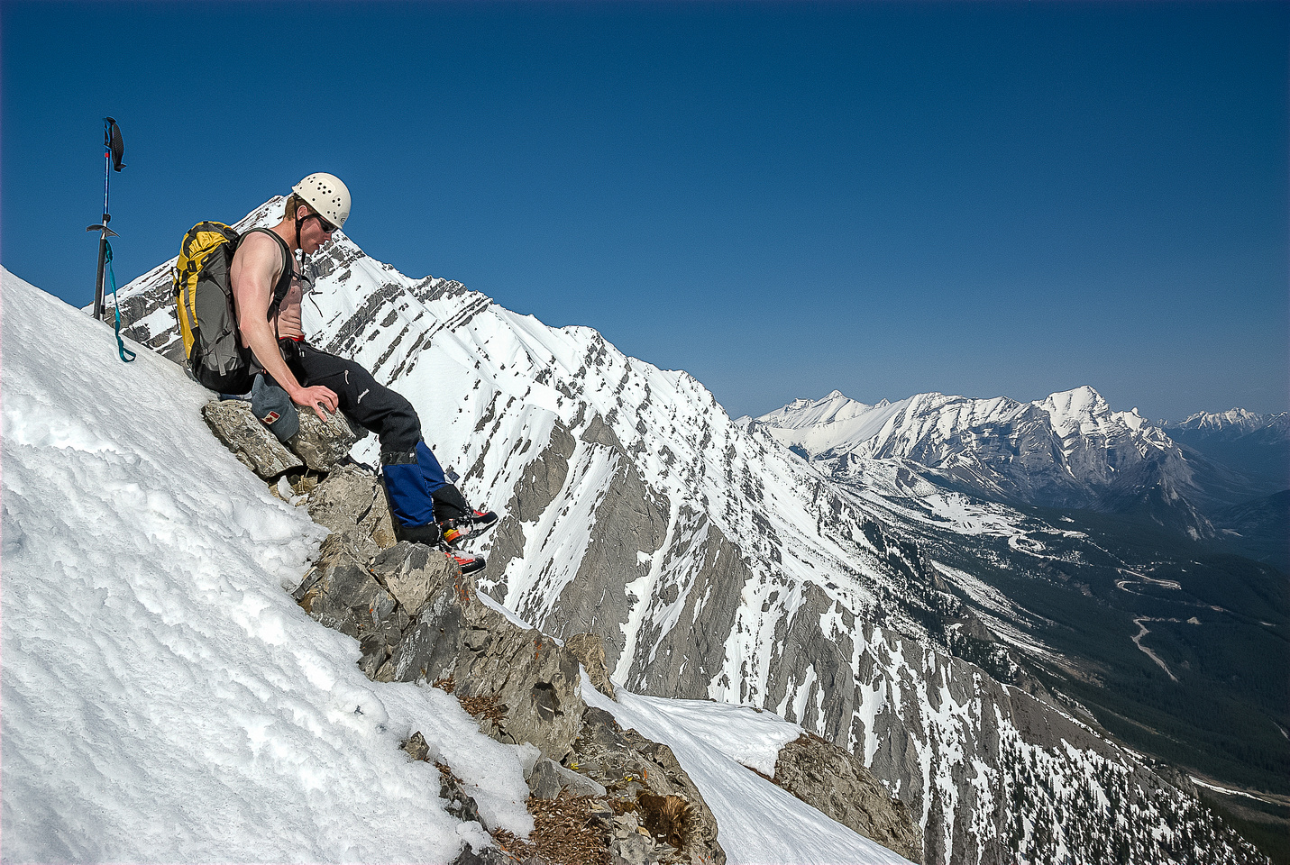 JW takes a break on ascent - obviously he's feeling hot here. ;)