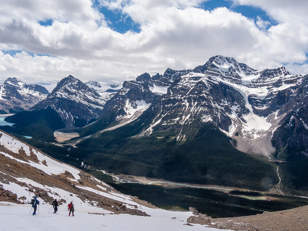 Descending back to the Icefields Parkway.