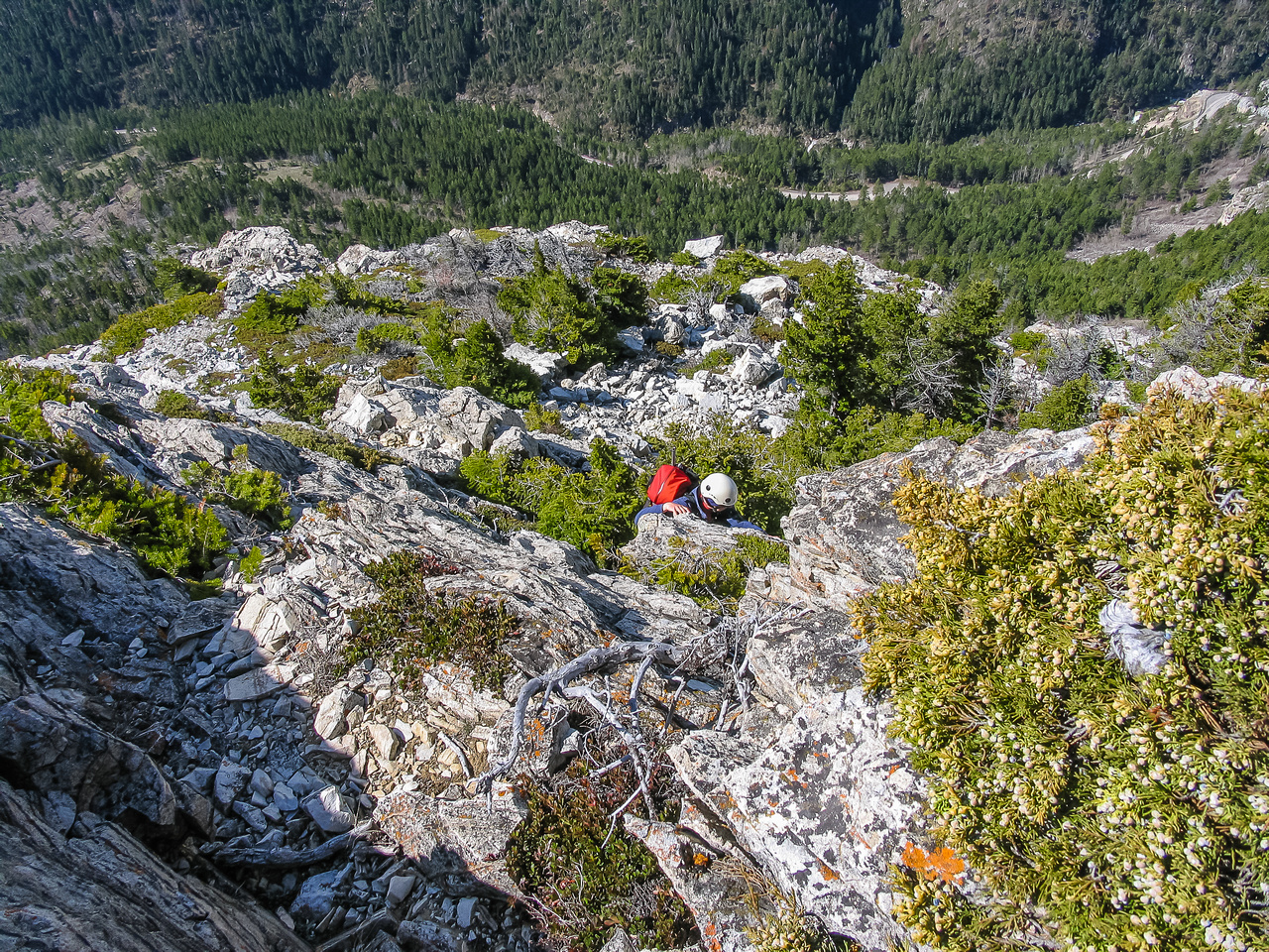 There are numerous small (and fun) cliff bands to surmount on the way up past the Bears Hump to the cockscomb.
