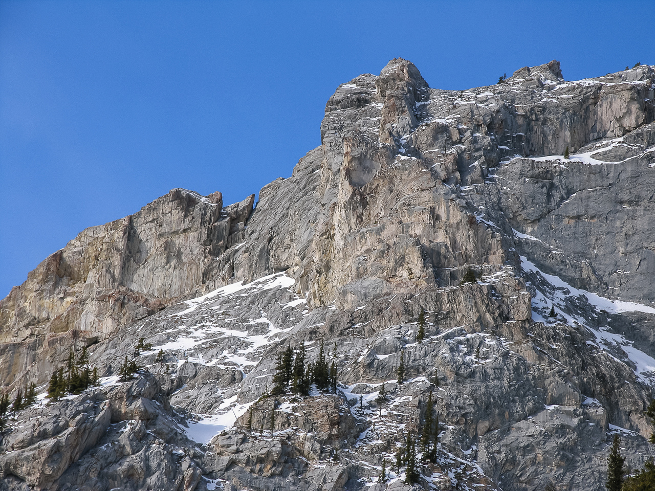 Steep cliffs line the ascent gully. Climbers have fallen down these cliffs while free soloing. :(