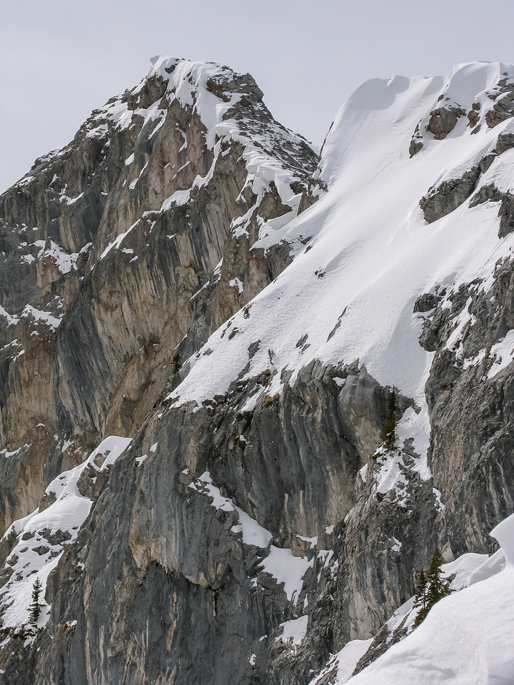 The summit is guarded by some pretty impressive cliffs on the northeast side.