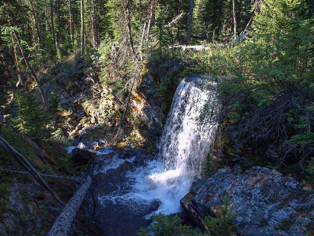 A nice waterfall just off the trail to the Elephant Rocks.