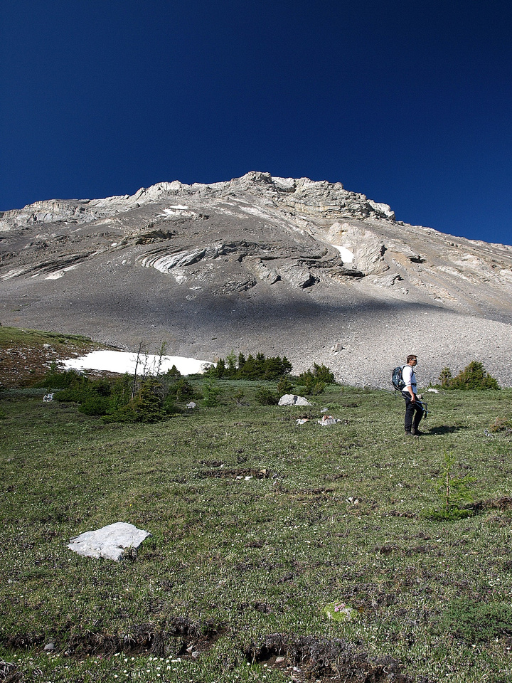 Kev B trudges past the lower scree slopes of Arethusa on our way to the ascent slope.
