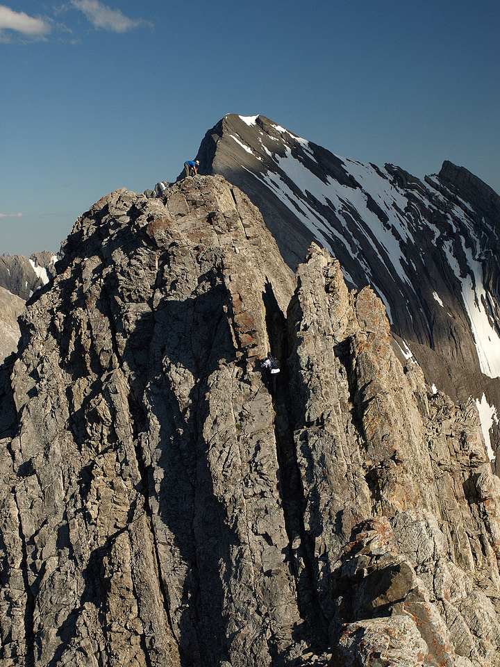 Zoomed in shot of Kev and Wietse on the crux.